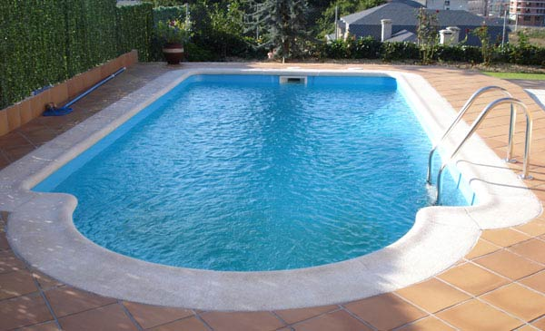 Precios de piscinas de poliester simple piscina de fibra for Piletas enterradas precios